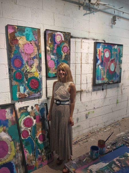 חגית ארגמן צילום ביקור בסטודיו של אמנים סטודיו תערוכה ציורים חמניות